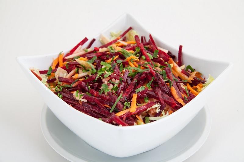 Задумчивый врач: «Подготовил рецепты салатов для полного очищения! По желудку часы сверять можно…»